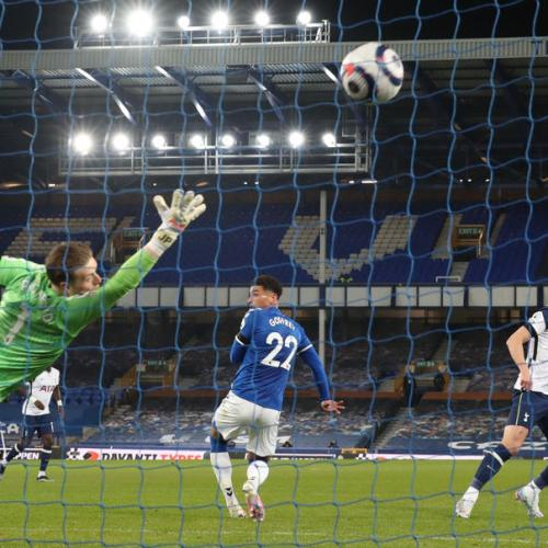 Kane double earns Spurs draw at Everton, but suffers injury