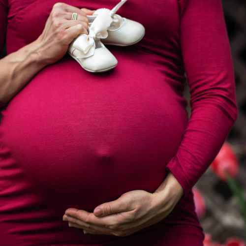 Pregnant women in England urged to get Covid jab amid rise in hospital admissions