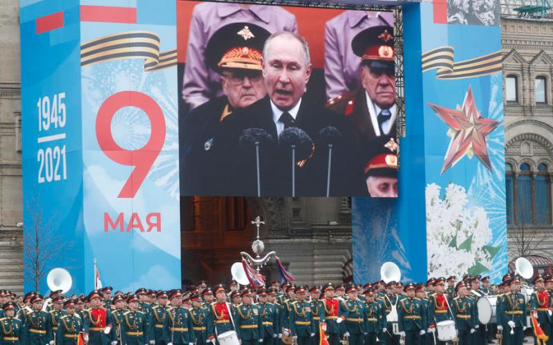 UPDATE – Putin reviews Russian military might as tensions with West soar