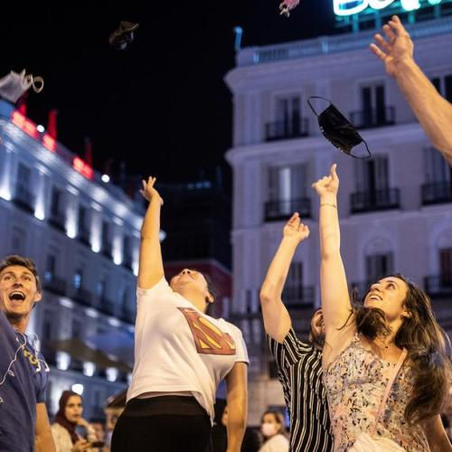 Spain probes COVID-19 outbreak among hundreds of partying students