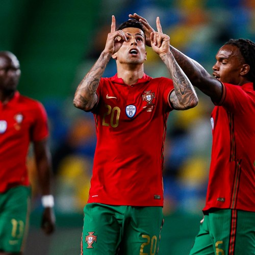 Fernandes double fires Portugal to win over Israel