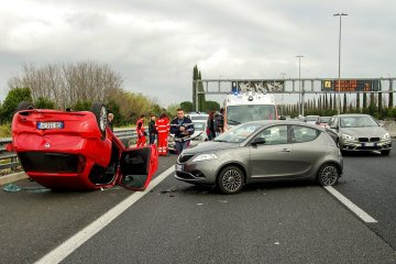 EU liberals push for safer vehicles, roads in bid to reduce traffic fatalities