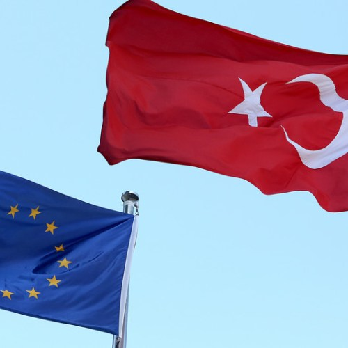 EU considers 3.5 billion euro migrant funding for Turkey