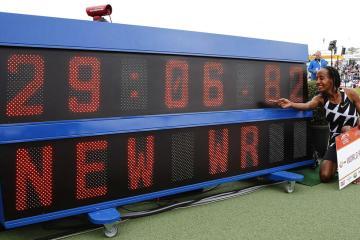 Sifan Hassan smashes women's 10,000 metres world record – World Athletics