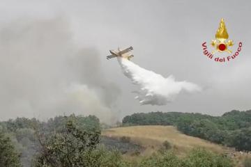 EU sends four fire-fighting planes to tame Sardinia fires