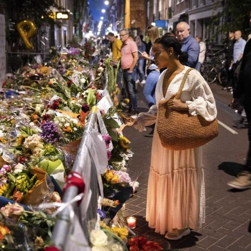 Photo Story: Mourning at the site of journalist Peter R. de Vries attack