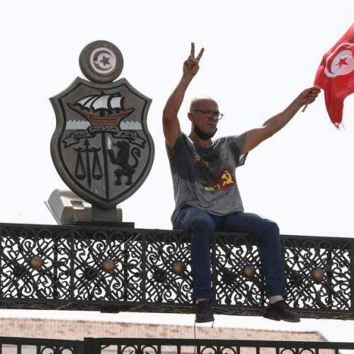 Tunisian activists say they will keep up pressure on president