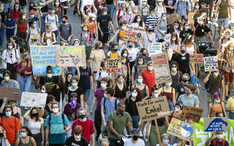 Police clear climate activists from Zurich financial zone