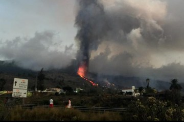 Canaries airspace open despite volcano eruption, few flights cancelled