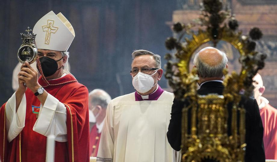Photo Story: San Gennaro blood liquefaction ritual in Naples