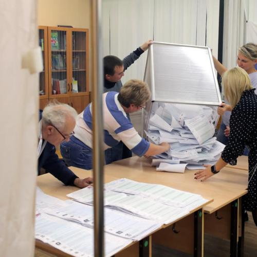 Russia's ruling pro-Putin party wins parliamentary vote – early results/exit poll