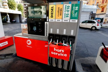 France eyes petrol vouchers to ease energy price squeeze