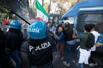 Pressure mounts inItalyto dissolve neo-fascist group after no-vax riots