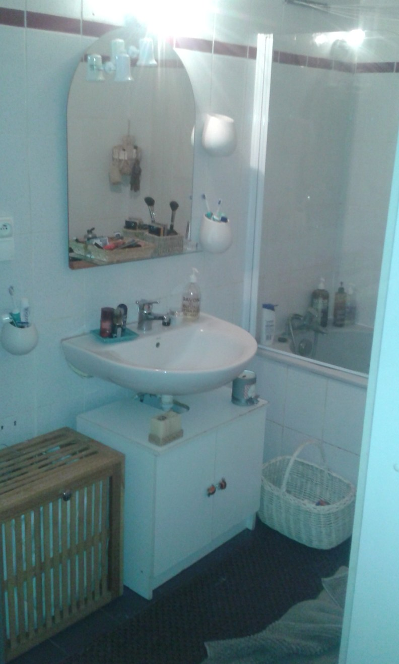 Une douche et une baignoire dans 5m2 c deco - Baignoire dans petite salle de bain ...