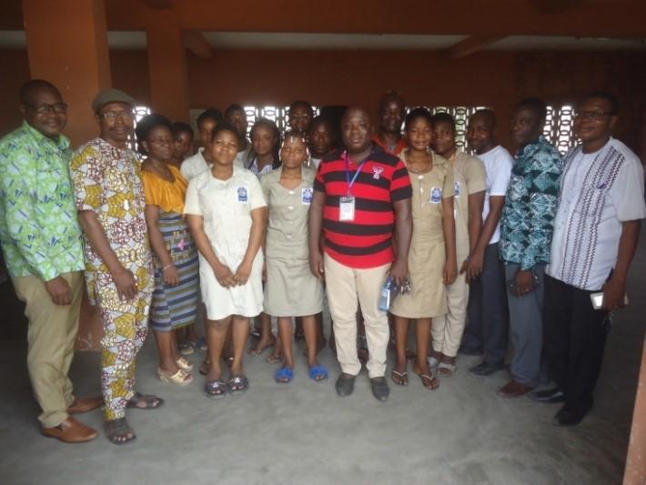 Photo de famille au CEG DANTOKPA