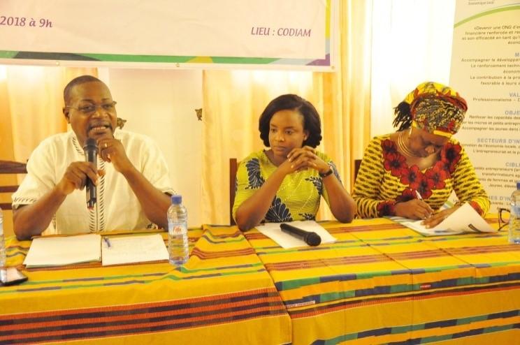 Le chargé de programme Arsène SAGBOHAN exposant le contenu succinct de la démarche devant conduire le forum national
