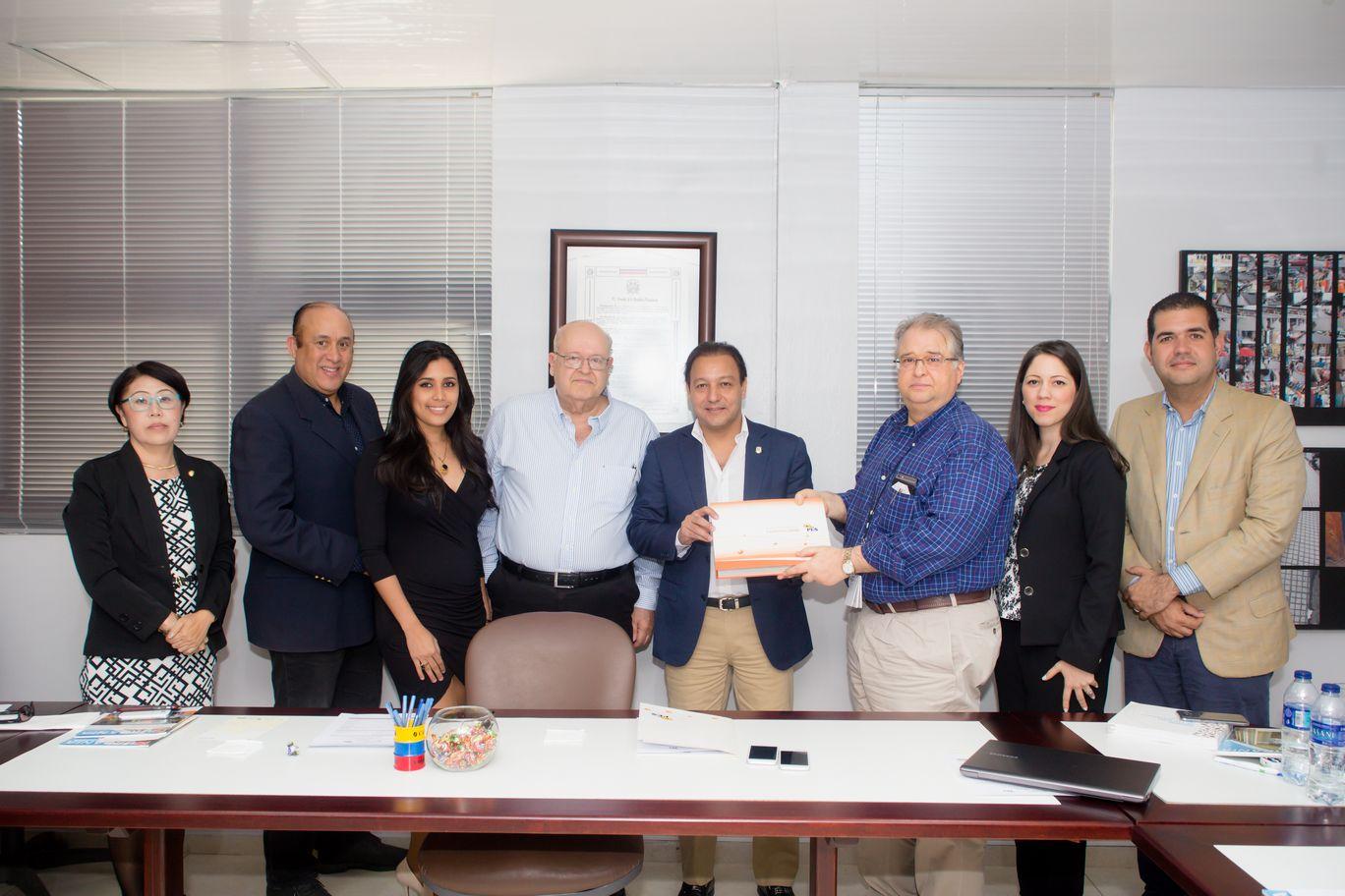 Abel Martínez recibe PES 2020.