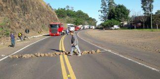 Kaingangs protestam contra a indicação de inimigos da questão indígena para cargos de direção na Funai. (Foto: Divulgação)