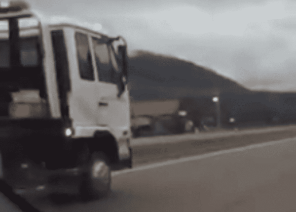 Brave Wrecker Driver Risks His Life To Stop Wrong Way Motorist
