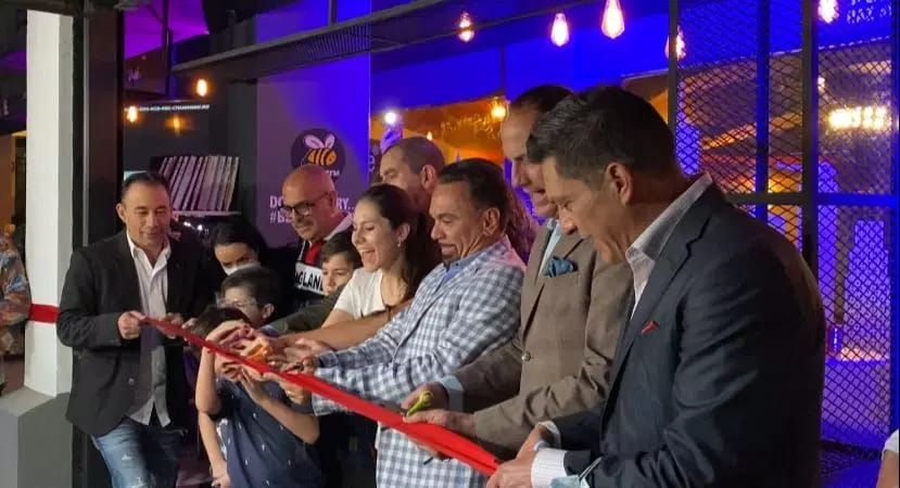 Gerardo Quiroz inauguro un espacio en teatro Centenario Coyoacan con el nombre de BeeWaffle esto con la finalidad de activar la economia en Mexico asi como tambien generar empleos 2