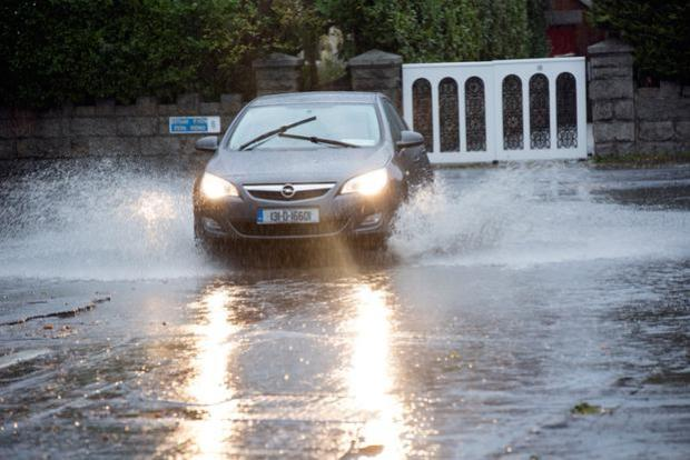 Cars drive through floods at the junction of Bushy Park Road and Zion Road Rathgar.Photo: Tony Gavin 9/11/2018