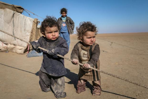 Internally displaced Syrian children who fled Raqqa city stand near their tent in Ras al-Ain province, Syria, January 22, 2017. REUTERS/Rodi Said//File Photo
