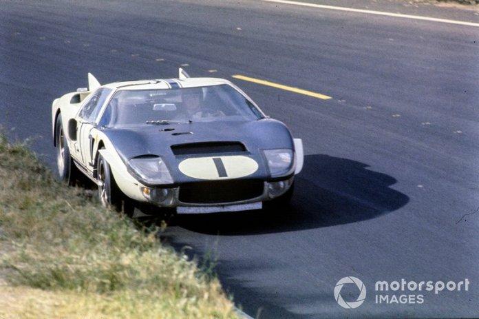 Ken Miles, Bruce McLaren, Shelby-American Inc, Ford GT40 Mk.II