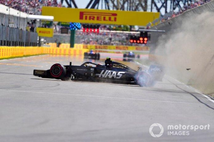 Choque de Kevin Magnussen, Haas F1 Team VF-19, golpea el Muro de los Campeones en la Q2