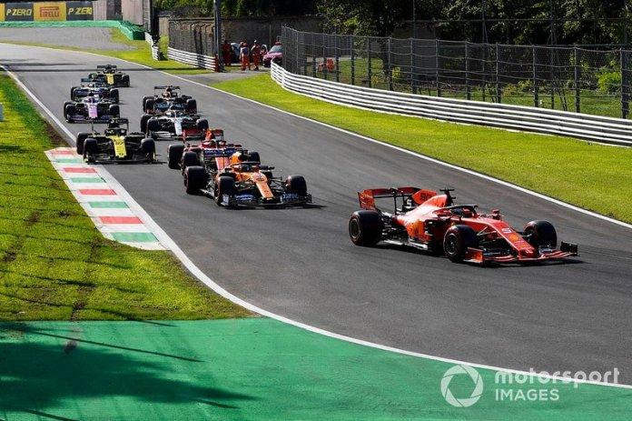 Sebastian Vettel, Ferrari SF90, lidera Carlos Sainz Jr, McLaren MCL34, Charles Leclerc, Ferrari SF90, Daniel Ricciardo, Renault F1 Team R.S.19, y el resto de los participantes de la Q3
