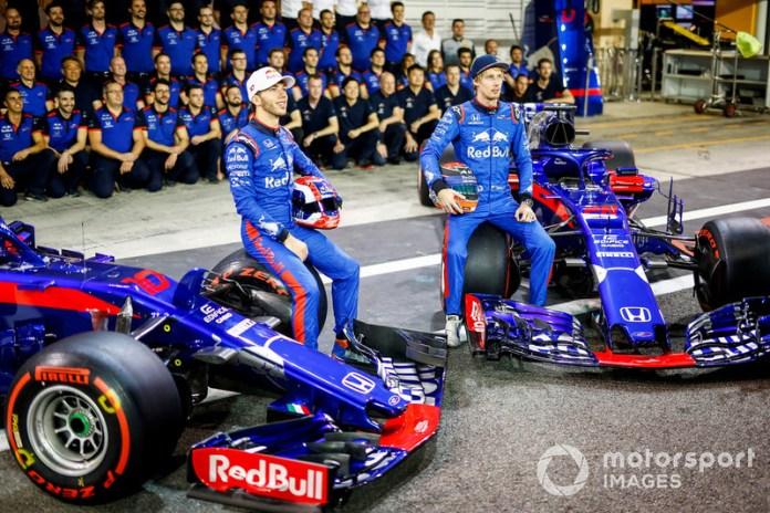 Pierre Gasly y Brendon Hartley se mantuvieron en Toro Rosso para 2018, aunque la marcha de Ricciardo de Red Bull a Renault (precisamente para sustituir a Sainz) provocó nuevos cambios