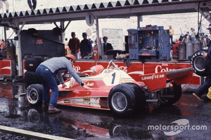 """Y fue en esa edición, en Fuji, la famosa carrera que le dio el título a James Hunt, con el abandono de Niki Lauda bajo una fuerte lluvia. El episodio es clave en la película """"Rush""""."""