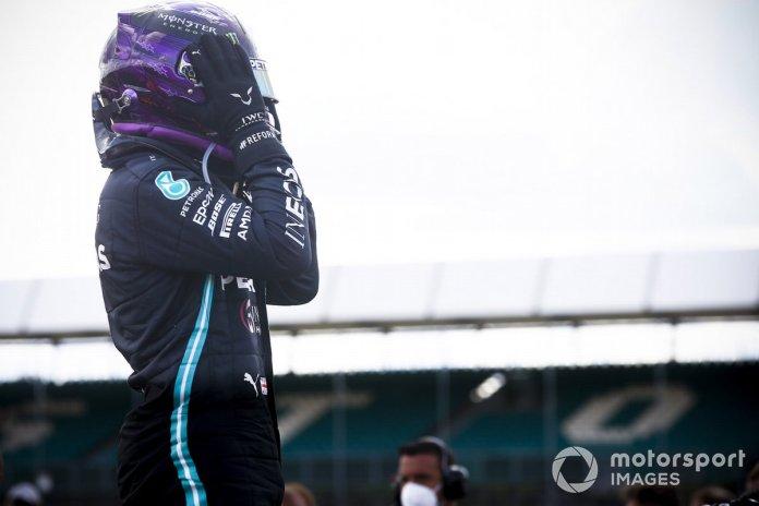 Ganador de la carrera Lewis Hamilton, Mercedes-AMG F1 en Parc Ferme