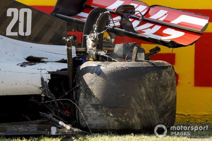 El monoplaza dañado de Kevin Magnussen, Haas VF-20