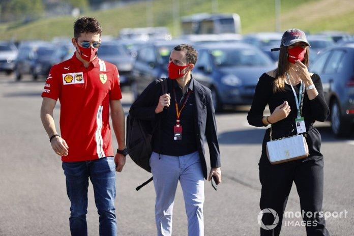 Charles Leclerc, Ferrari, Charlotte Siné y su manager, Nicolas Todt