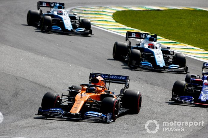 Carlos Sainz Jr., McLaren MCL34, Daniil Kvyat, Toro Rosso STR14, Robert Kubica, Williams FW42, and George Russell, Williams Racing FW42