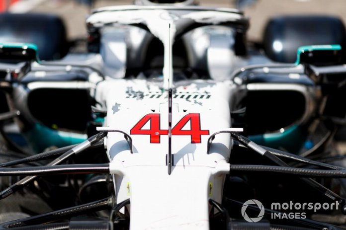 El Mercedes AMG F1 W10 con la decoración especial de su 125º aniversario