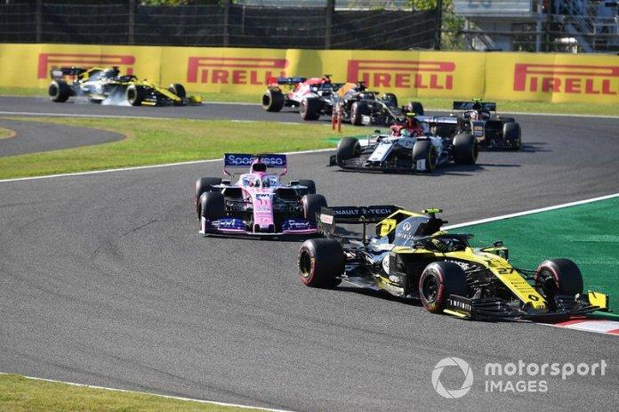 Nico Hulkenberg, Renault F1 Team R.S. 19, leads Sergio Perez, Racing Point RP19, Antonio Giovinazzi, Alfa Romeo Racing C38, Kevin Magnussen, Haas F1 Team VF-19, and Romain Grosjean, Haas F1 Team VF-19