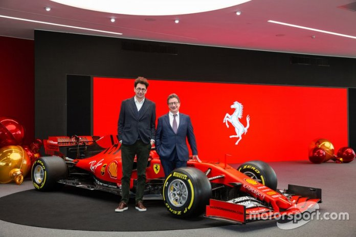 Mattia Binotto, director del equipo Ferrari y Louis Camilleri, Ferrari