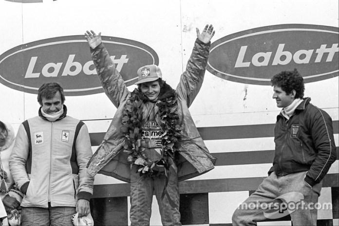 Podio: el ganador Gilles Villeneuve, Ferrari, el segundo Jody Scheckter, Wolf, y el tercero Carlos Reutemann, Ferrari
