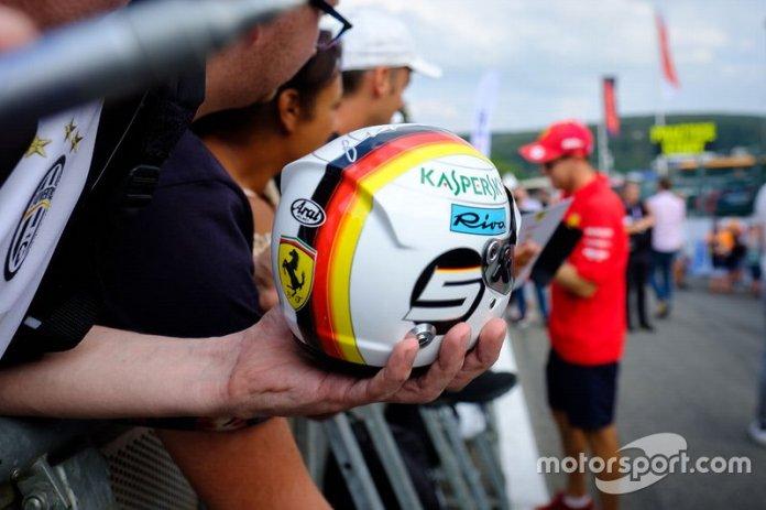 Réplica de casco de Sebastian Vettel, Ferrari