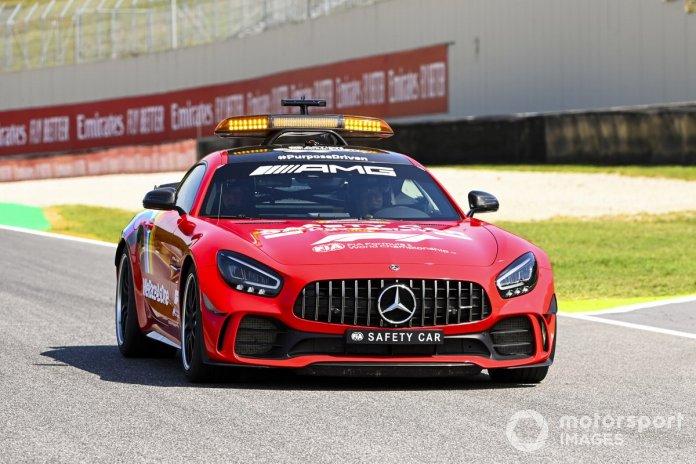 El Safety Car con decoración roja por las 1000 carreras de Ferrari