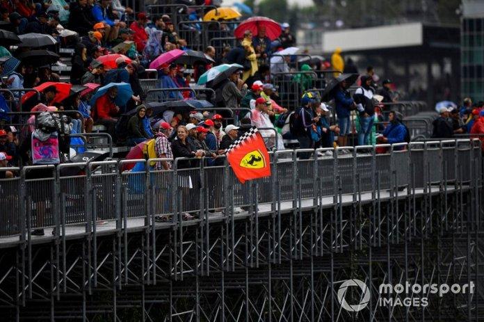 Monza fans in the rain