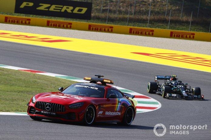 El Safety Car y Valtteri Bottas, Mercedes F1 W11