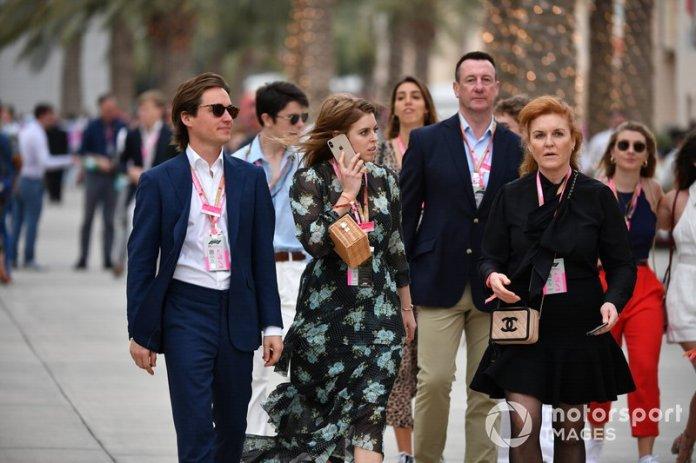 Edoardo Mapelli Mozzi, multimillonario italiano con su novia la Princesa Beatriz y Sarah Ferguson, Duquesa de York