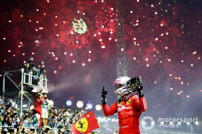 Il vincitore della gara Sebastian Vettel, Ferrari, festeggia nel parco chiuso