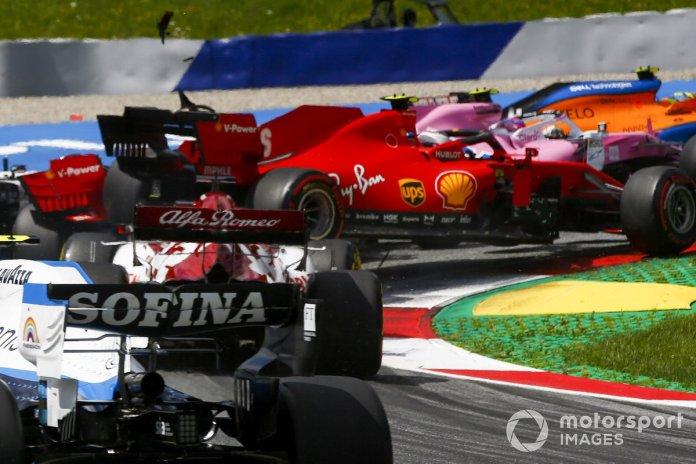 Charles Leclerc, Ferrari SF1000 y Sebastian Vettel, Ferrari SF1000 chocan al inicio de la carrera