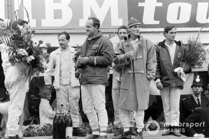 Bruce McLaren and Chris Amon, first; Denny Hulme and Ken Miles, seconds; Colin Davis and Jo Siffert, first in P2.0