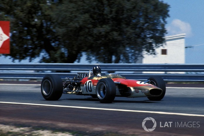 """""""El coche es una prolongación de mi cuerpo"""". Graham Hill"""