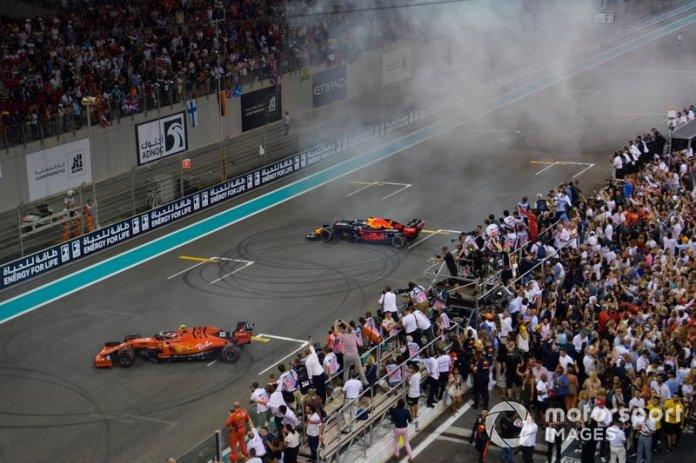 Charles Leclerc, Ferrari SF90 y Max Verstappen, Red Bull Racing RB15, 2ª posición, celebrar con donuts