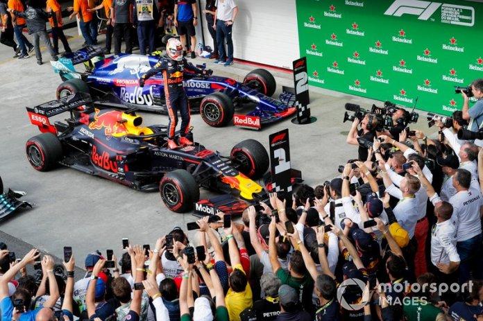 Ganador de la carrera Max Verstappen, Red Bull Racing celebra